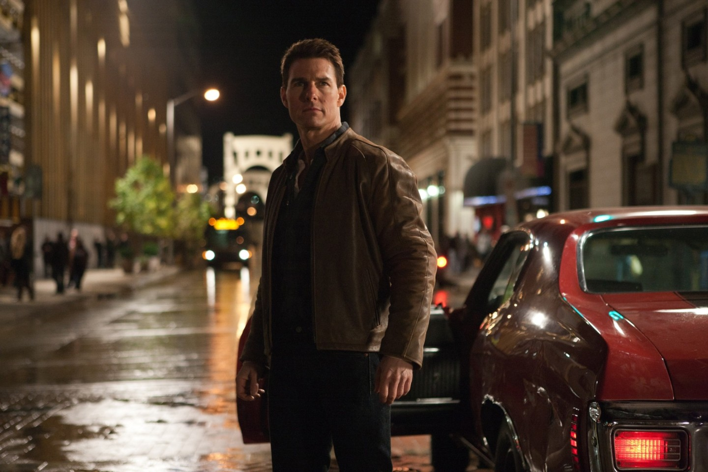 Jack Reacher gets out of car