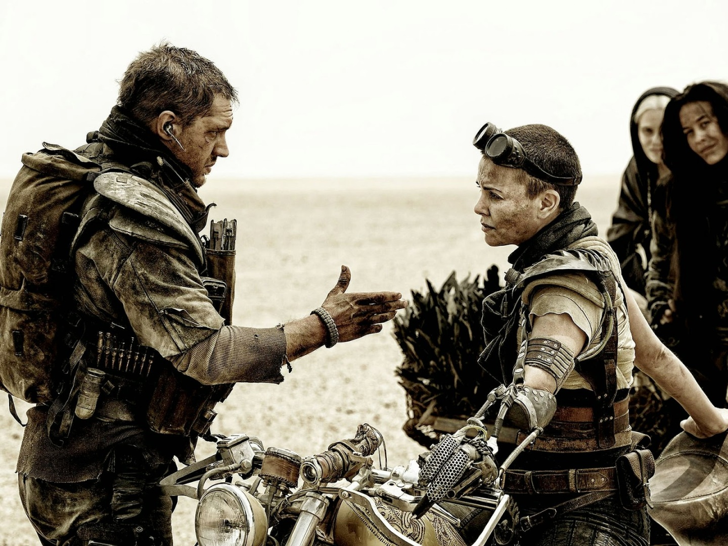 Max and Furiosa get along in Mad Max: Fury Road